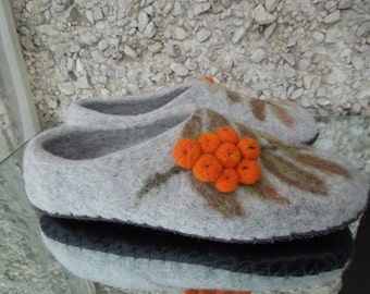 Women slippers with soles Felted slippers Pock Organic wool women house shoes Grey slippers Organic wool clogs Eco friendly gift for her
