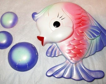 1971 Miller Studios CHALKWARE FISH & 3 BUBBLES Set Purple Pink Aqua Blue Plaque Flirty Kitchen Bathroom Wall Decor Beach Ocean Theme Gift