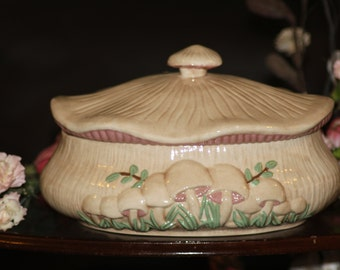 ARNELS SOUP TUREEN, sweet tureen in the shape of a muchroom.