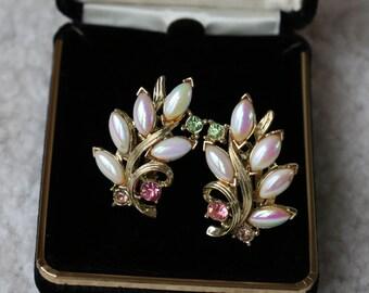 Stunning Vintage Tara Faux Pearl Clip On Earrings