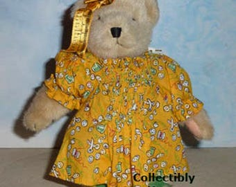 New Muffy THE SEWING LESSON, 1993  Muffy VanderBear, Factory dressed, Never Displayed
