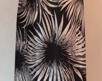 Stunning vintage long black & white flower burst dress. Fab collars, sleeveless with a back zip, 1970s. UK size 10, US 8, EU 38.