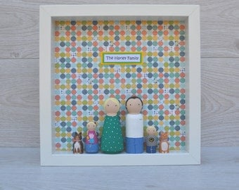 Personalised (6) Peg Doll Family Frame - White Frame With 6 Family Members