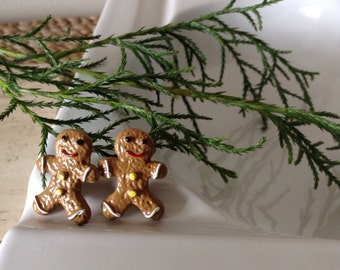 These Gingerbread Man post Earrings will be the prefect companion this holiday season and forever. Yellow button and red smiles.
