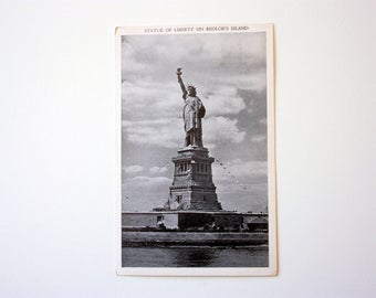 Statue of Liberty Postcard / New York City Postcard / Bedloe's Island Postcard / Vintage New York City