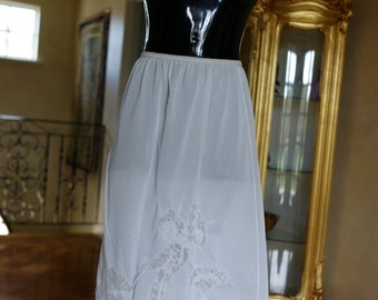 Vintage 1960s Half Slip in bridal white silky satin nylon, Size UK 10, US 5 (221)