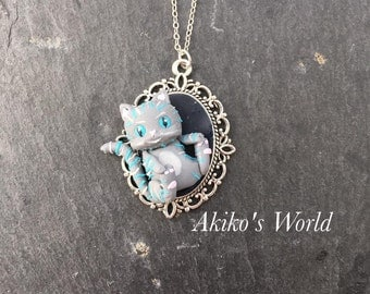 Baby cheshire cat necklace - Pendant hand made out of polymer clay / fimo - Fantasy art style jewelry - Alice in wonderland