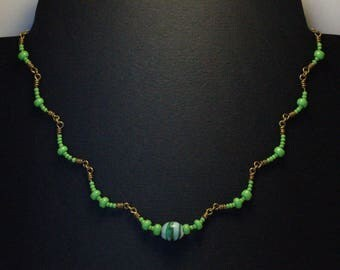 """Cluster"" necklace glass beads green / yellow brass"