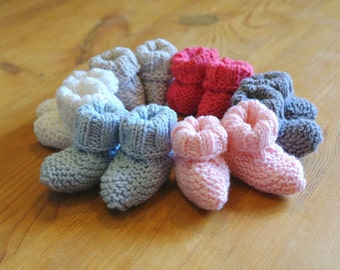 Baby Booties Knitting Kit / Learn to knit instructions included / Baby announcement gift / Baby shower gift / Easy knitting kit