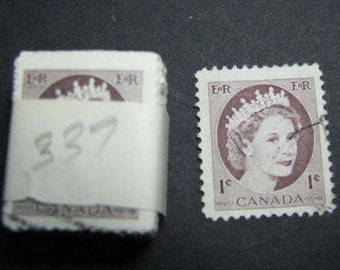 One hundred 1954 one cent Canadian postage stamps
