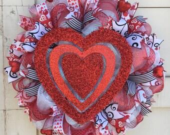 Valentine's wreath,Valentine's Day wreath,Heart wreath,Valentine's decor,Valentine's,Valentine's red and white wreath,Valentine wreath