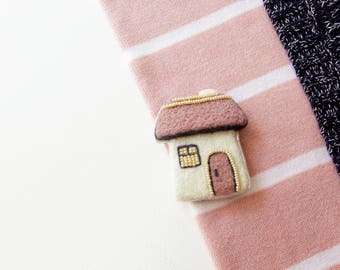 Wool felted house brooch, needle felted brooch, boho jewelry, unique brooch, unique accessory, wool jewelry, gift for her, pink brooch