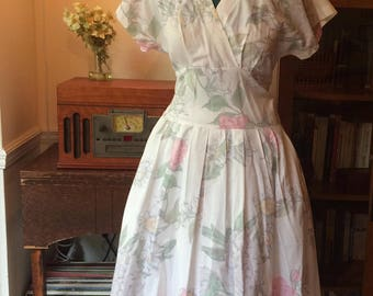 Size M - 1980s Vintage Spring/Summer Floral Dress