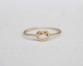 14 k yellow Gold knot ring