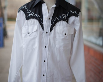 """1980s Pearl Snap Cowboy Shirt in White w/ Black Yoke & White Piping, """"Ranch and Town"""" Brand"""