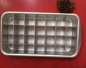 1960s Vintage Australian-Large Ice Cube Tray/Aluminium Tray/Ice Maker/Retro barware/Man Men Style/Retro Kitchen.