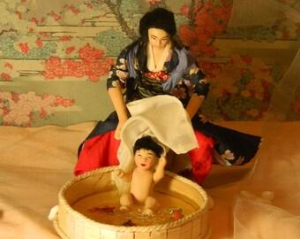 Bath for a little boy/Bain pour un tout petit
