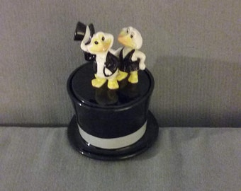 From Japan: 1981 Quon-Quon Top Hat Duck Pair Figurines, Perfect Condition