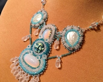 plastron colour of moon necklace