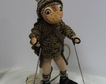 Art Doll skier Ronny shell.The height of 10.62 inches (27 cm).