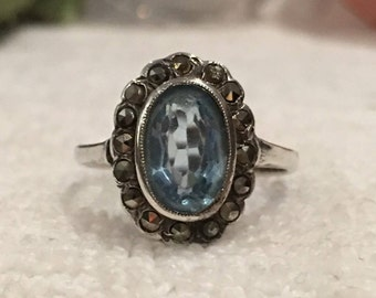 Superb Vintage STERLING SILVER Classic Art Deco Ring-Oval Blue Topaz surrounded by MARCASITES-Uk Size N-Us Size 6.5 - 3.82 grams