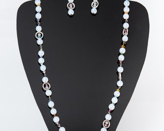 Beautiful transparent and white beaded necklace.