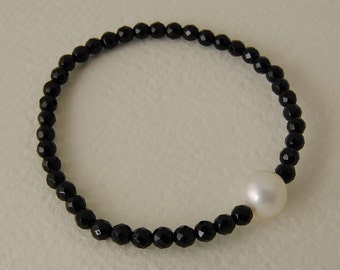 Bracelet with Pearl and Onyx