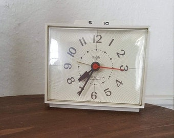 Vintage Westclox Dialite Electric Clock with 5 and 10 Minute Snooze Buttons