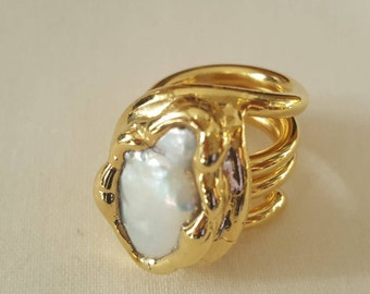 Gold plated ring with baroque pearl
