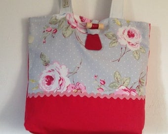Shoulder  bag, pretty trim,lined, with toggle fastening.