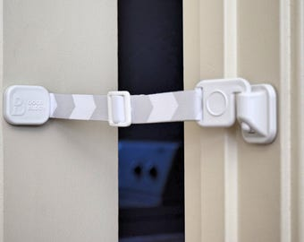 Door Buddy® Door Strap & Latch   Lets Cats in! Keeps Dogs out   Dog proof your cat's litter box without a cat door or dog gate! (Grey)