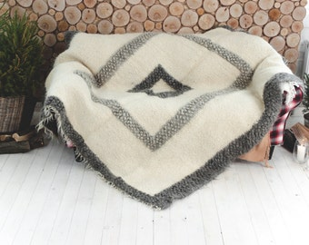 White wool throw blanker, Handmade Bed Cover, Plaid, Pure Natural Organic, Warm Throw, White Woolbedding, Winter Coverlet, bedding homeware