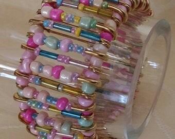 Rosalie - glass beads and safety pins bracelet