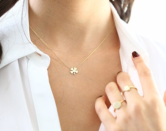 14K Gold Four Leaf Clover Charm Necklace/ Made to Order Clover Pendant Irish Girl Gift/ Minimalist Good Luck Charm/ Graduation Gift