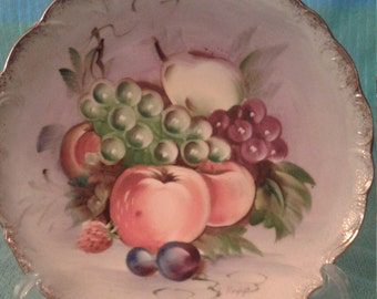 Beautiful hand painted fruit plate with gold trim and ruffled edges, signed by S. Kuzuya (Japan)