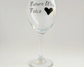 Future Mrs wine glass, custom wine glasses, wine glass, bride gift, gifts for her, bride to be gift, personalized wine glasses, engagement