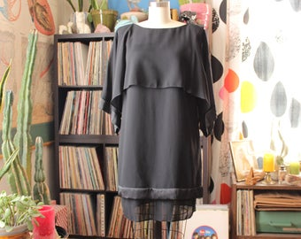 vintage kimono sleeve black dress . layered crepe sack shift dress . 1980s cocktail dress with attached capelet, womens size large
