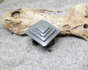Pyramid Top Etched Silver African Ring