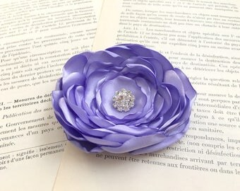 Periwinkle Flower Hair Clip.Periwinkle Flower Brooch.Pin.Bridesmaid hair piece.wedding headpiece.Corsage.Hair Accessory.fascinator.Satin