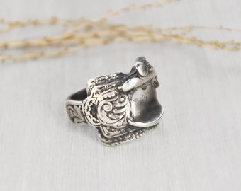 Vintage Sterling Silver Saddle Ring - heavy solid cowboy cowgirl horse lover ring - large women's or men's Size 10.5