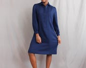 1980's Navy Blue Casual Dress with collar . Shift Dress . Block Dress . Pleated Bust . Plus Size Vintage Smock Dress . Long Sleeved Dress