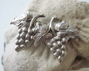 Antique French grapevine pin, Antique silvered grape and leafs brooch, vintage grapevine brooch, silvered grapevine pin