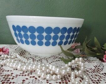 Pyrex Blue Polka Dot Bowl 2 1/2 Quart