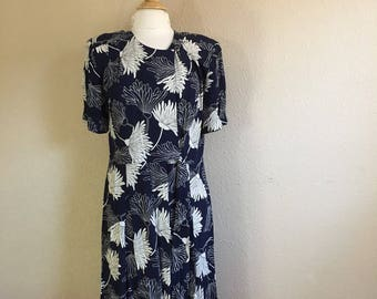 Vintage NAVY And Off White FLORAL Dress / 1980s Liz Claiborne / Pleated / Womens Large