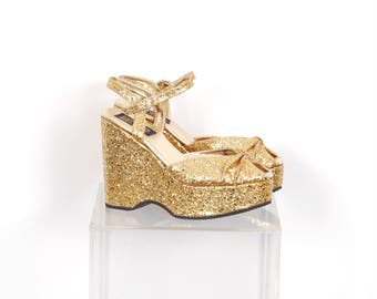 Vintage 1990s Shoes / 90s Glitter Ankle Strap Platforms / Gold ( size 9 )