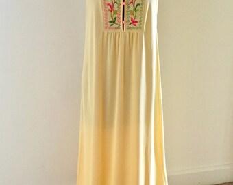 Vintage 1970s maxi Nightgown Embroidered Floral  sz Medium Gossard