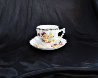 Victoria C & E (Cartwright and Edwards) Tea Cup Purple and Yellow Violets, Gold Trim Made in England Mint Condition