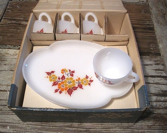 """8 Piece Federal Glass Co """"Blossom"""" Snack Set in Box"""