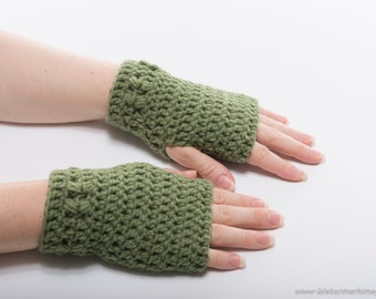 Kylie Wristlets in Forest Green - Fingerless Gloves Hand Wrist Warmers Gauntlets Mittens - Ready to Ship