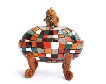 Ceramic jewelry box, the creature contemplating the last berry